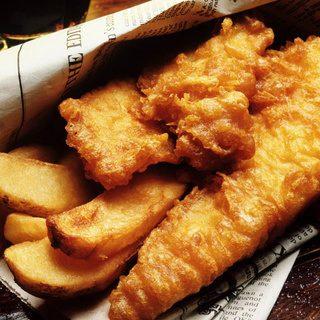 イギリスの名物料理と言ったら「フィッシュ&チップス」。うん、それはわかってる。わかってるけど…な画像